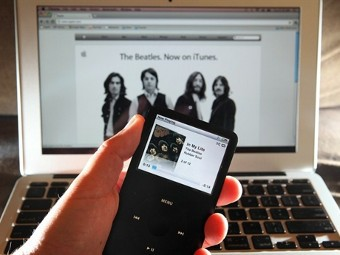 Яблочки от яблони. The Beatles начали продавать записи через iTunes.