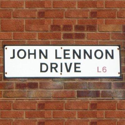 В Ливерпуле могут появиться улицы, названные в честь двоих экс-битлов и менеджера