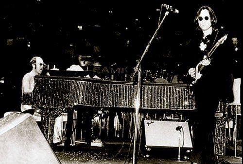 Обнаружен редчайший фрагмент видеозаписи концерта Элтона Джона с участием Джона Леннона 1974 года