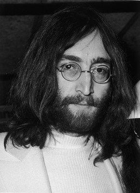 Британский писатель Фил Стронгмен считает, что Джона Леннона убили ЦРУ и ФБР