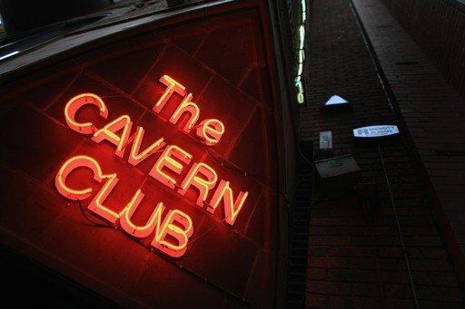 Клуб Cavern отметил 50-летний юбилей первого выступления Битлз на своей сцене Helter Skelter